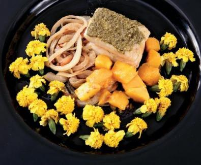 Lombo de Pescada com Cubos de Manga, Pesto e Azeite (Lux)