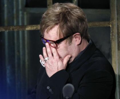 Elton John  comovido