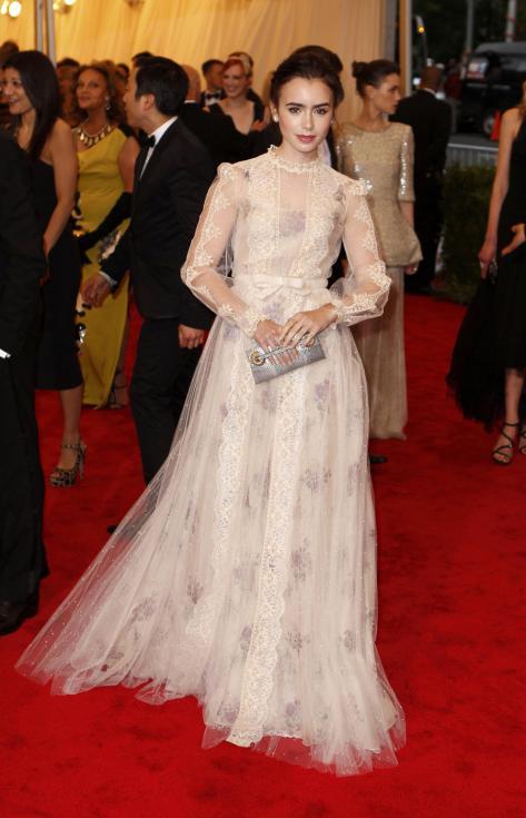 Lily Collins - Gala MET 2012 Nova Iorque Foto: Reuters