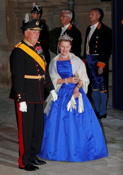 Rei Harald V e rainha Sonja da Noruega - Jantar de gala para comemorar casamento real do Grão Duque Guillaume do Luxemburgo e Stéphanie de Lannoy Foto: Reuters