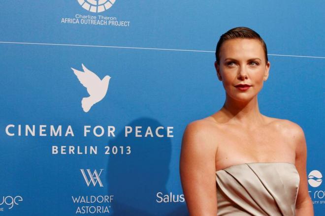 Charlize Theron recebe prémio Cinema pela Paz Foto: Reuters