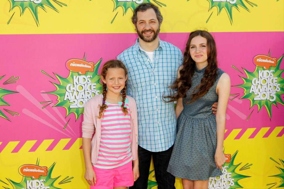 Judd Apatow com as filhas, Iris e Maude - Prémios Kids Choice 2013 Foto: Reuters